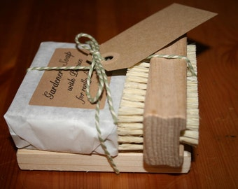 Gardener's Soap Set, containing Gardener's Soap, Nail Brush & Soap Dish