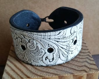 WHITE EMBOSSED LEATHER Cuff Bracelet. For 7 Inch Wrist Size. Mens Womens Unisex White Leather Cuff. White Tooled Leather Wristband.