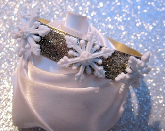 Bracelet gold glitter and snowflakes