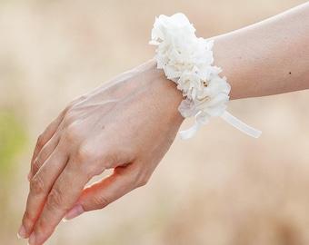 ivory bracelet of preserved natural white flowers bracelet of preserved white hydrangea flowers bride bride bridesmaid ritaflowers
