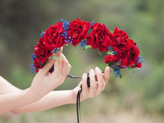 Tiara De Rosas Rojas Aterciopeladas Y Flores Azules Etsy