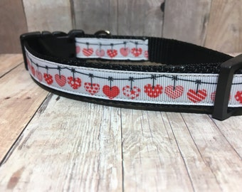 "Red Garland Hearts  | 3/4"" Valentine's Dog Collar | Small/Medium Dog | CupcakePups | Handmade"
