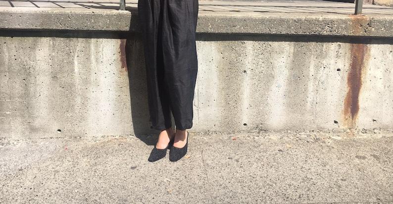 467e34b5622 Vintage black kitten heel mules | vintage pumps | minimalist shoes |  vintage mules size 9