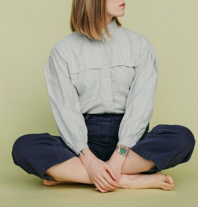 Vintage blue cotton minimalist button down  womwns medium  m