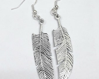With personalized text. Aluminum earrings in the shape of a feather
