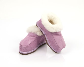 Handmade lilac fur slippers for child. Suede leather, sheepskin and wool. Soft, warm and comfortable.
