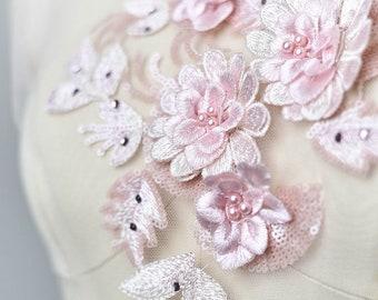 Toppe del ricamo Applique abito da sposa di pizzo floreale in rilievo 3D  rosa Paillette Trim collare sposa corpetto abito da sposa Hem accessori  S0838 ef430dcd4b7e