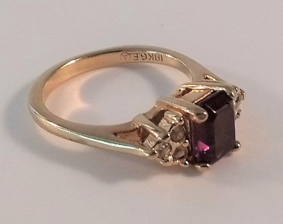 Lovely 18K Yellow Gold prong set purple Amethyst, surrounded by diamonds, 1970s, Size 7, Vintage