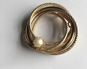 VINTAGE PIN BROOCH Golden Pearl