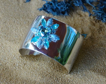 Large silver cuff adorned with turquoise Swarovski crystal, large silver and turquoise bracelet, Blue Palm cuff