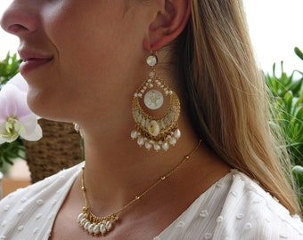 Dangling earrings, gilded with fine gold, adorned with freshwater pearls and mother-of-pearl, cowrie shell, CAURI earrings