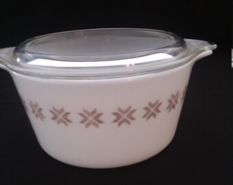 Pyrex Town and Country 1 Quart Covered Casserole