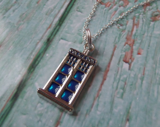 """The DOCTOR inspired POLICE BOX small charm 18"""" silver plated necklace Who fan gift jewellery timelord Uk"""
