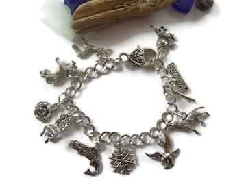 Game of Thrones themed charm bracelet, fantasy bracelet, thrones bracelet, thrones fan gift, fandom gift, winter is coming, sandykissesuk
