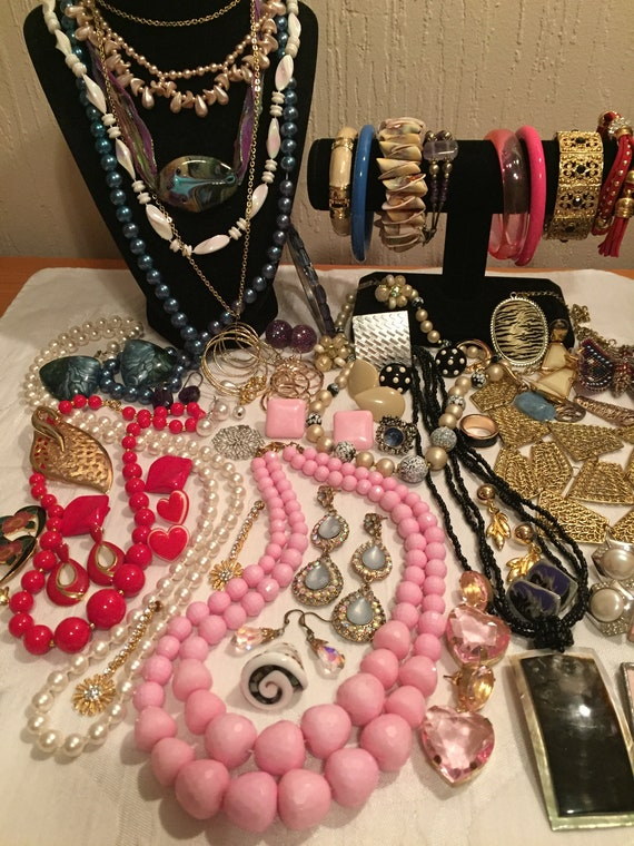 Vintage Jewelry Lot    Bulk Jewelry Collection