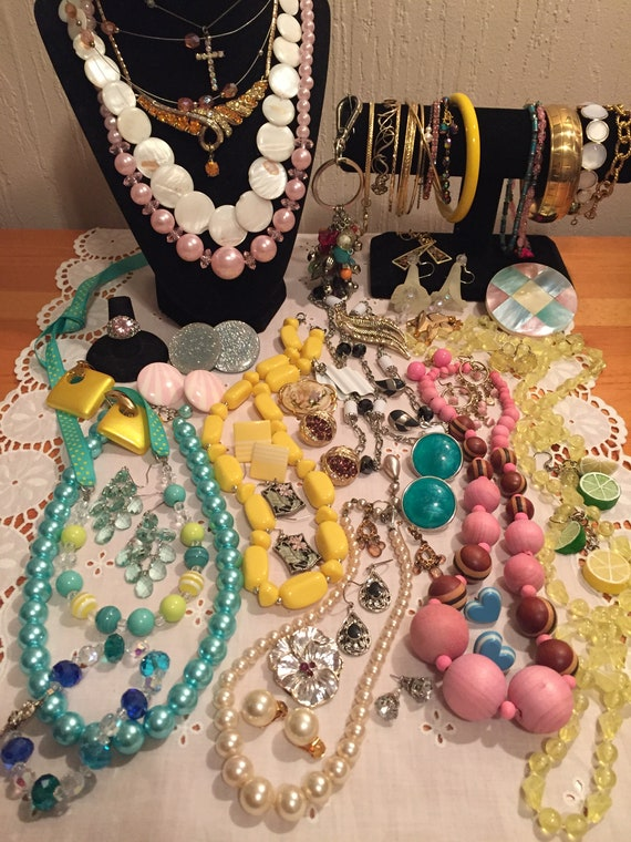 Vintage Jewelry Lot    Pastel Toned Jewelry Collec