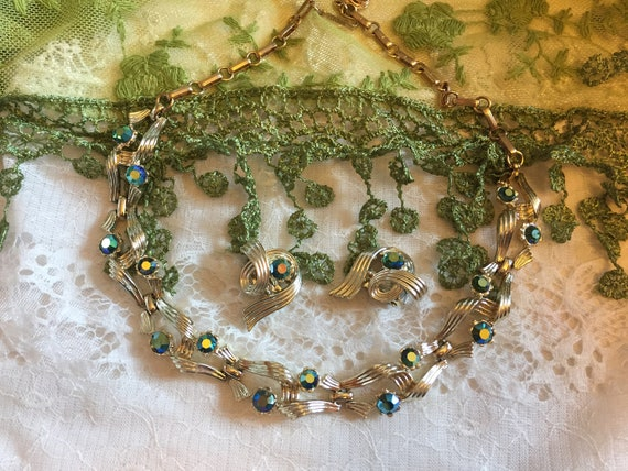 Lisner Necklace and Earring Set   Vintage Jewelry