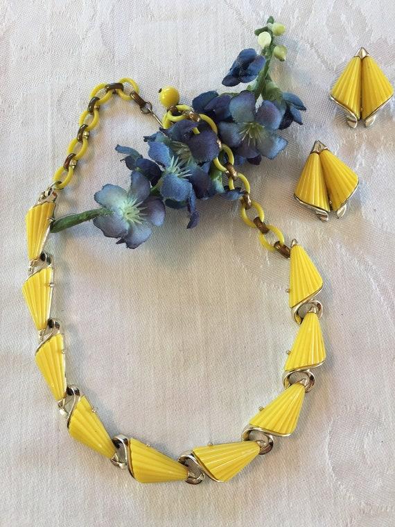 Vintage LISNER Thermoset Necklace & Earring Set