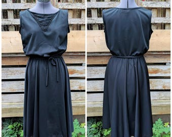Vintage 1970's black LESLE BELLE 100% polyester with lace detail disco LBD dress made in Canada