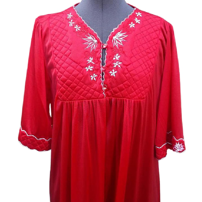 Vintage red long nightgown kaftan dressing gown 100/% polyester satin