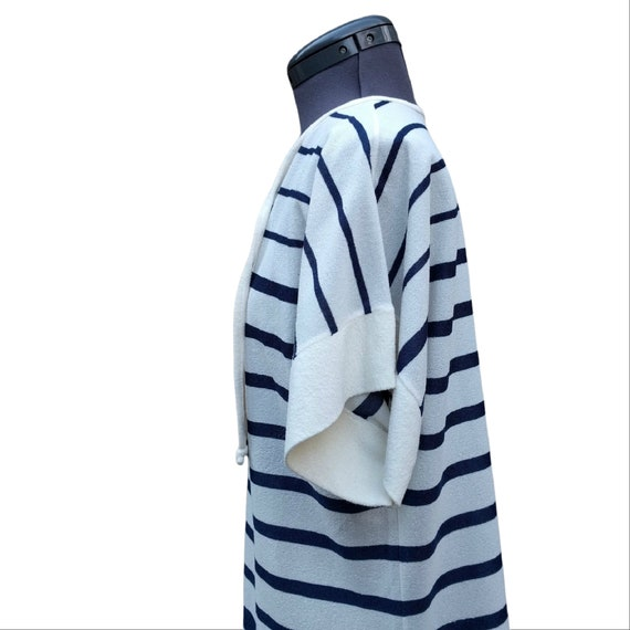 Vintage 1980's white, navy and rainbow striped te… - image 4