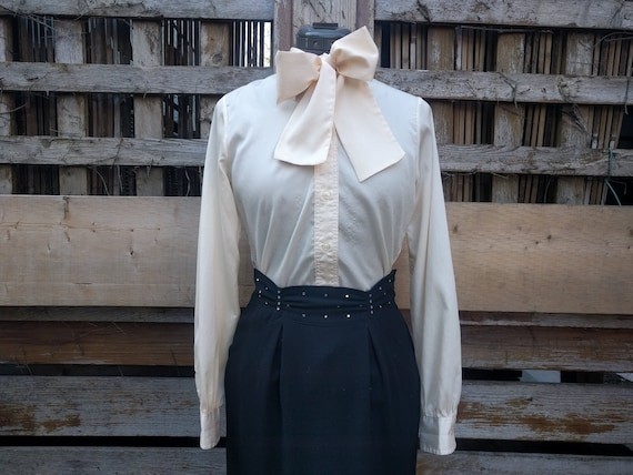 Vintage 1970's CHAGALL ivory cream blouse with rem