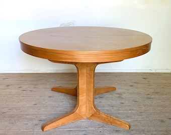 Scandinavian round table Baumann vintage central foot star