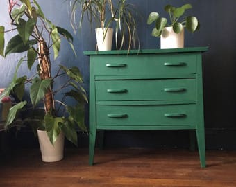 Vintage - green Dresser chest of drawers