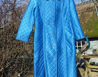 f22d46827ce Vintage ochtendjas * Glanzend blauw met gestikt ruitpatroon / Überkitsch /  Hip / Chique / Peignoir / Retro / Kamerjas / Jaren 50 60 / Badjas