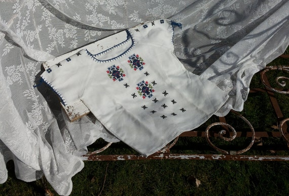 Bohemian blouse * Off white with embroidered flowe