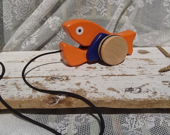 Separate wooden toy pulling fish with wheels and funny eyes/baby toys/Children's room/fish/whale/wood/toddler/Toddler/Oranje