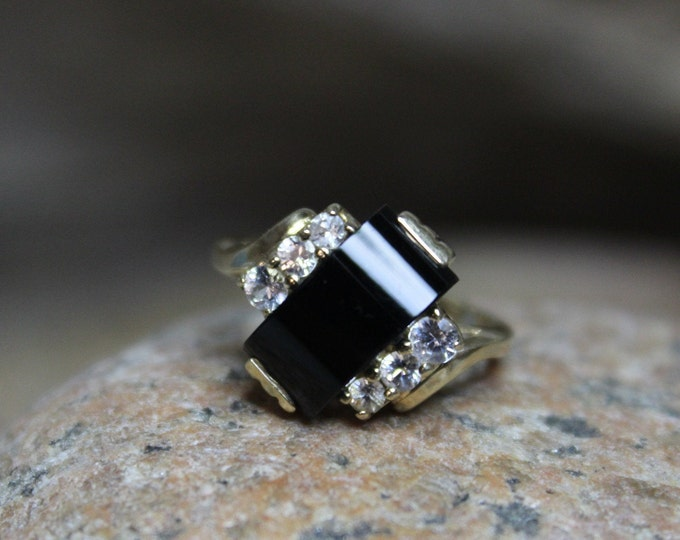 1940's Vintage 10k Solid Gold Onyx Sapphire Ring Onyx Gold Ring 3.1 Grams Size 5.75 Gold Woman Sapphire Ring Gold Ring Vintage Onyx Ring