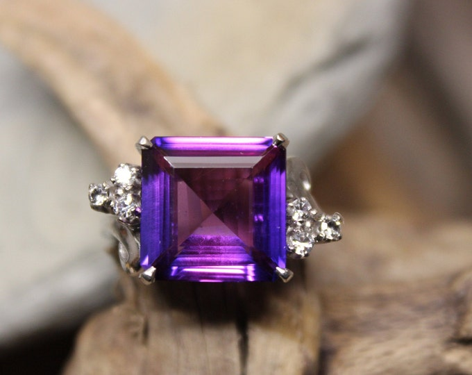 Vintage 1980's Color Changing Purple Sapphire Ring 10K Solid White Gold 5CTW Purple Sapphire Ring 6.1 Grams Size 7.5 Large Purple Sapphire