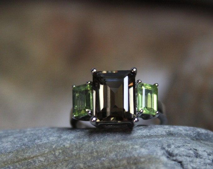 Vintage Emerald Cut Peridot Sterling Silver Ring 3.7 Grams Size 6 Smoky Topaz Vintage Rings Vintage Ring Silver Ring Sterling Vintage Rings