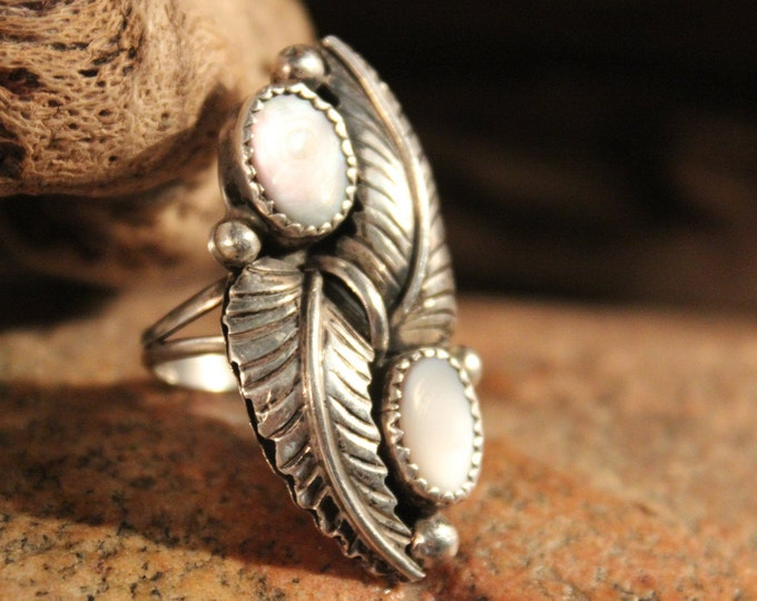 Navajo Zuni Native American Sterling Silver Ring Size 7.5 Weight 6.7 Grams Mother of Pearl Sterling Silver  Ring Vintage American SilverRing
