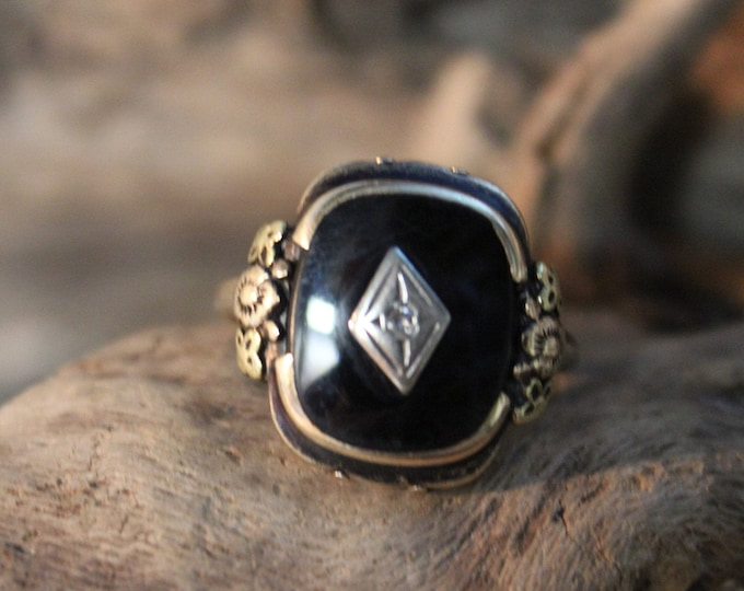 Vintage 10k Gold Onyx Diamond Ring 4 Grams Solitaire Gold Womans Ring Size 8 Womans Yellow Gold Rings Vintage Onyx Ring Vintage Diamond Ring