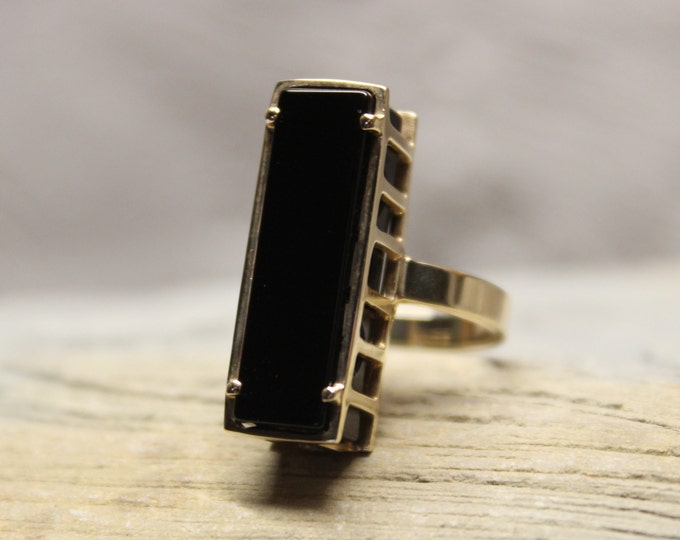 1970's Vintage Deco 10k Solid Gold Onyx Ring Onyx Gold Ring 6.8 Grams Size 6.5 Gold Woman Onyx Ring Gold Ring Vintage 10K Onyx Abstract Ring