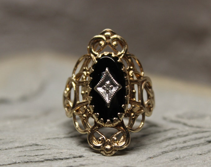 1920's Vintage 10k Solid Gold Onyx Diamond Ring 3.3 Grams Size 6 Large Deco Gold Ring 1920 Yellow Gold Filigree  Ring Vintage Onyx Gold Ring