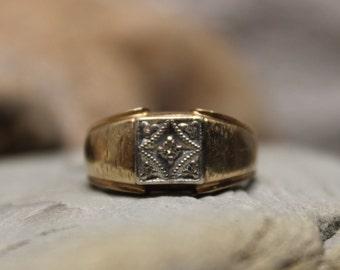 1980's Vintage  Mens Vintage Diamond Ring 10K Yellow Gold  Ring 5 Diamonds 4.7 Grams Size 9.5 Diamond Wedding Band Vintage Gold Ring Diamond