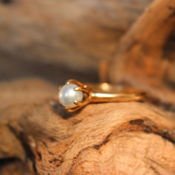 Vintage 10k Gold Pearl Ring 2.5 Grams Solitaire Gold Womans Ring Size 8 Womans Yellow Gold Rings Vintage Pearl Ring Gold Vintage Rings