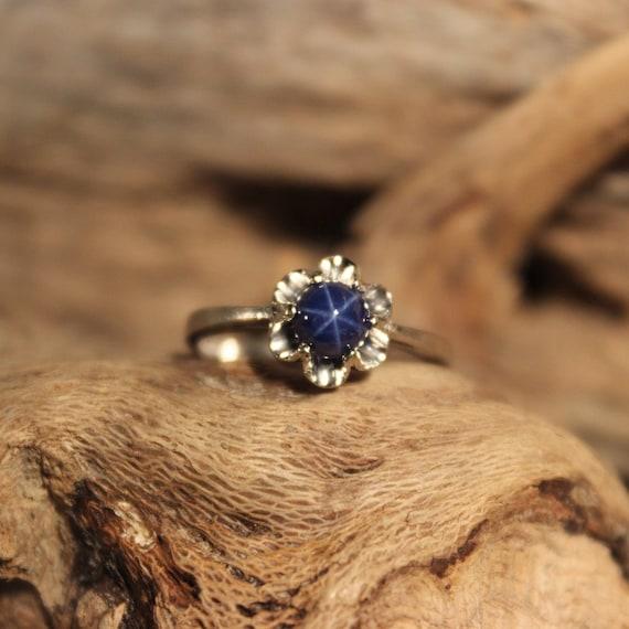 Vintage 10K White Gold  Blue Star Sapphire Ring 10K Gold Sapphire Ring 2.2 Grams Size 6 Vintage Gold Star Sapphire Ring 10K Blue Star Ring