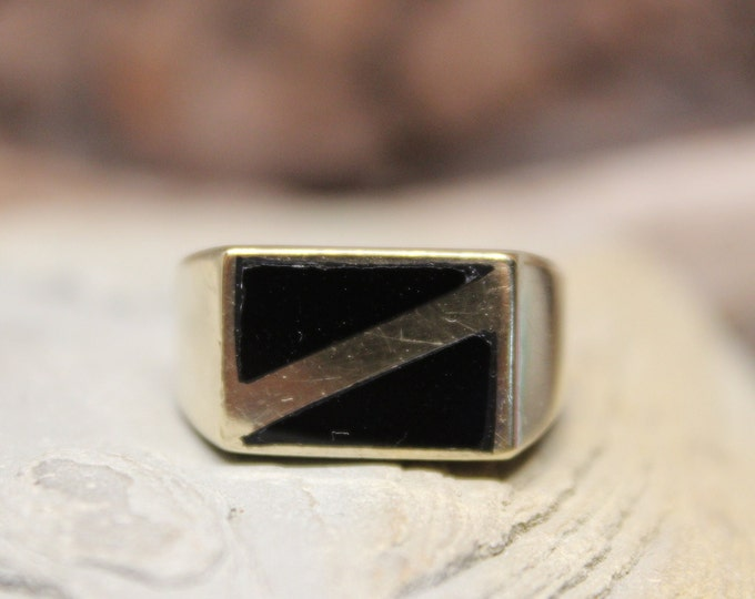 1980's Vintage Mens Solid Gold Onyx Ring Gold Onyx Ring 10K Solid Gold Mens Ring 7.9 Grams Size 9.5 Mens Onyx Ring Mens 10K Signet Ring Gold