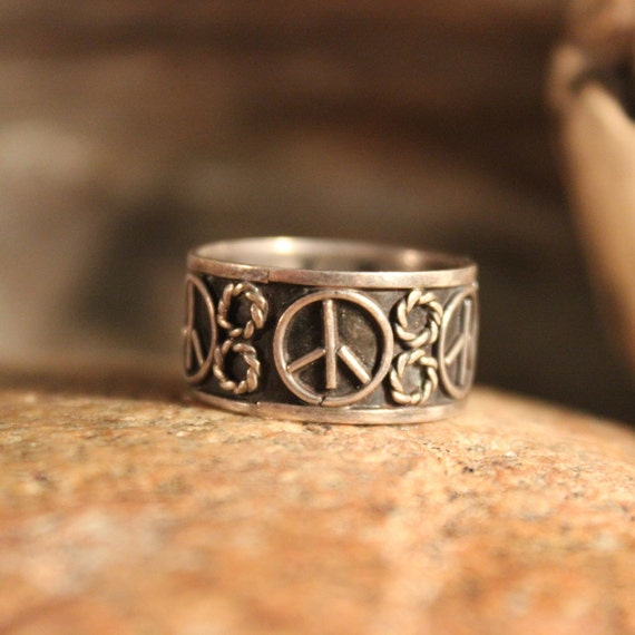Vintage Silver Peace Ring Mens Ring Sterling Silver Peace Ring 3.1 Grams Size 6.75 Silver Hippy Rings Mens Rings Unisex sterling Peace Ring