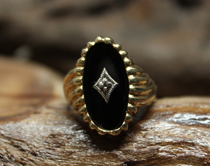 1980's Vintage 10k Solid Gold Onyx Diamond Ring 4.3 Grams Size 6 Large Deco Gold Ring 10K Yellow Gold Onyx Ring Vintage Onyx solid Gold Ring