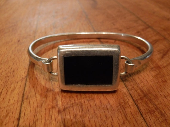 """Vintage Taxco Mexico Sterling Silver Onyx Bangle Bracelet. Stamped Signed TC-25 MEXICO 925 Heavy 27.2 Grams Measures 6. 5/8"""" inside"""