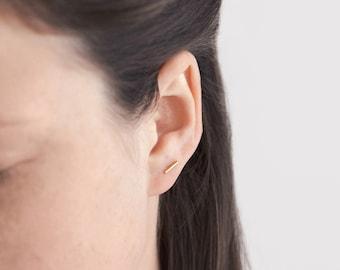 A single bar line stud earring