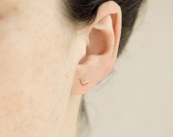 single V shaped stud earring