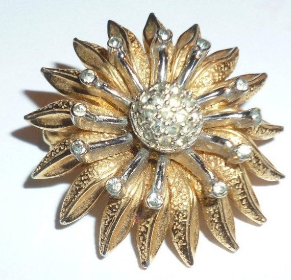 Star Burst Brooch - Collectible Nettie Rosenstein