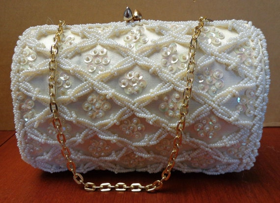 Sweet Vtg White Beaded Evening Bag.