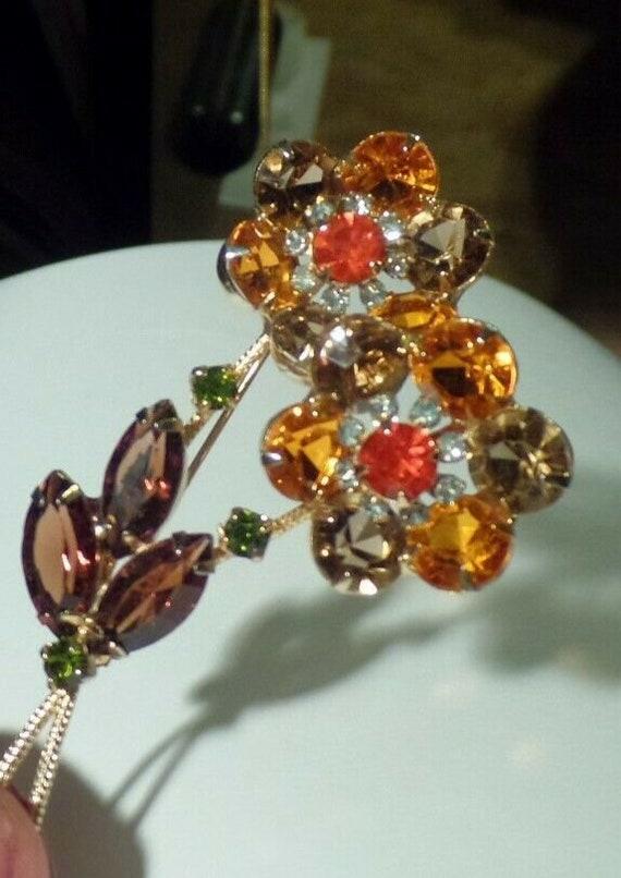 Stunning VTG Rhinestone Flower Brooch b Juliana